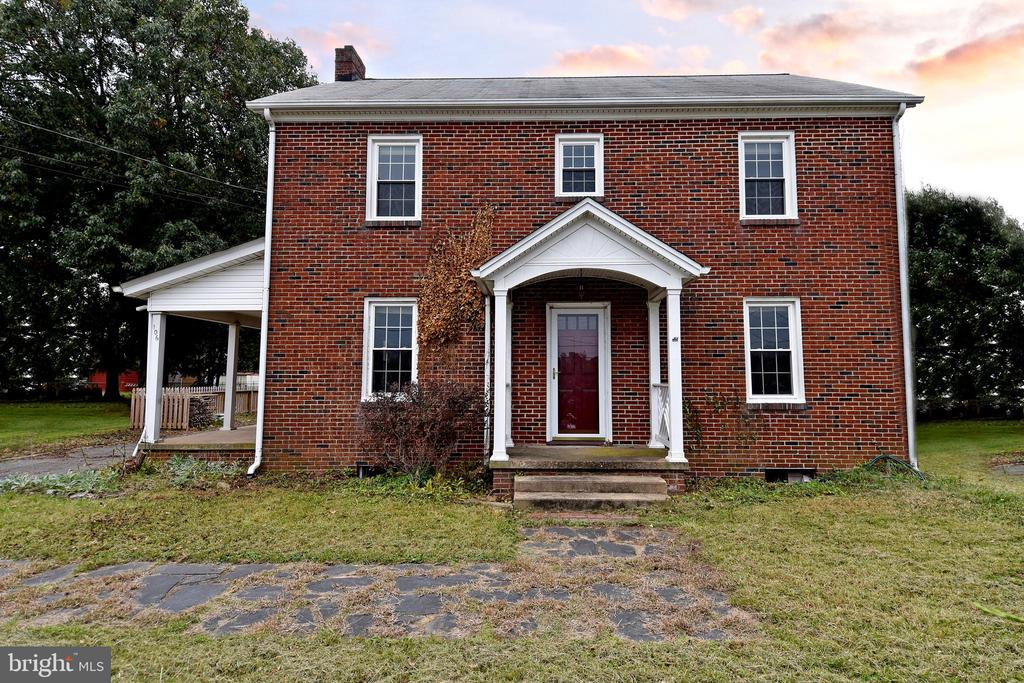 Beautiful 3 Level Brick Home - 106 VALLEY VIEW PL, FREDERICKSBURG