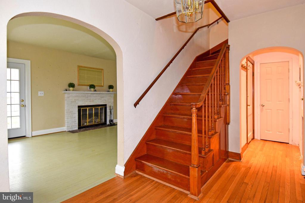 Hardwood Floors throughout - 106 VALLEY VIEW PL, FREDERICKSBURG