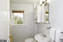 Full Bathroom on the upper level - 106 VALLEY VIEW PL, FREDERICKSBURG