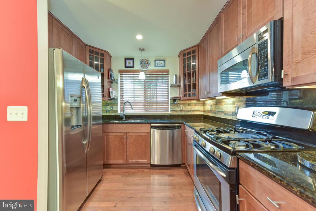 Kitchen with stainless appliances. - 4165 S FOUR MILE RUN DR #204, ARLINGTON