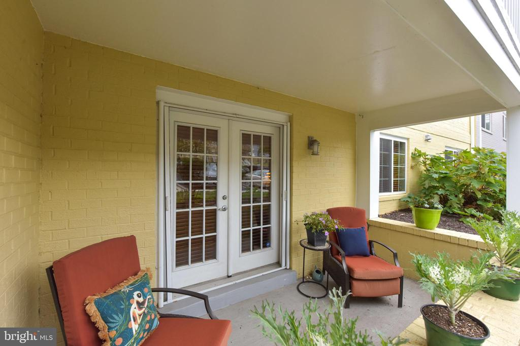 Private, walled patio with hidden scrolled screens - 4165 S FOUR MILE RUN DR #204, ARLINGTON