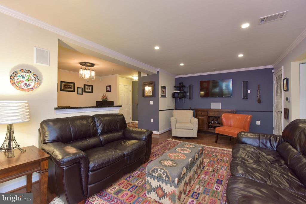 Open floor plan living and dining areas. - 4165 S FOUR MILE RUN DR #204, ARLINGTON