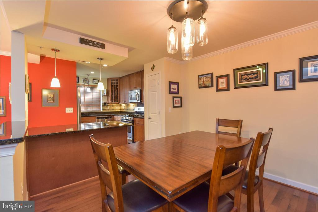 Kitchen with peninsula open to dining area. - 4165 S FOUR MILE RUN DR #204, ARLINGTON