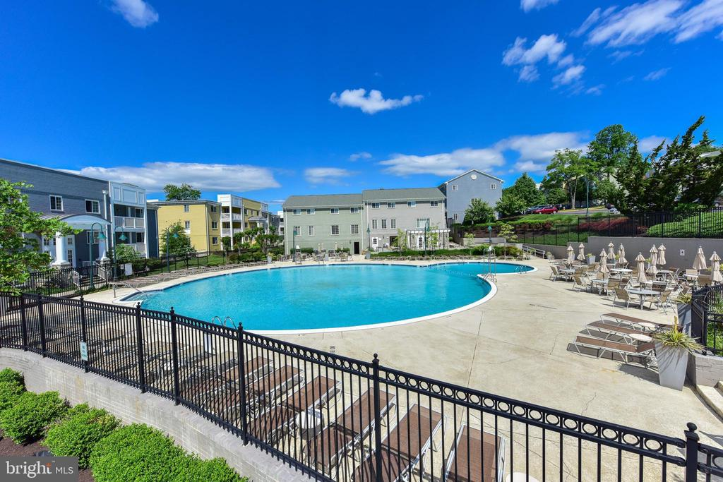Outdoor community pool. - 4165 S FOUR MILE RUN DR #204, ARLINGTON