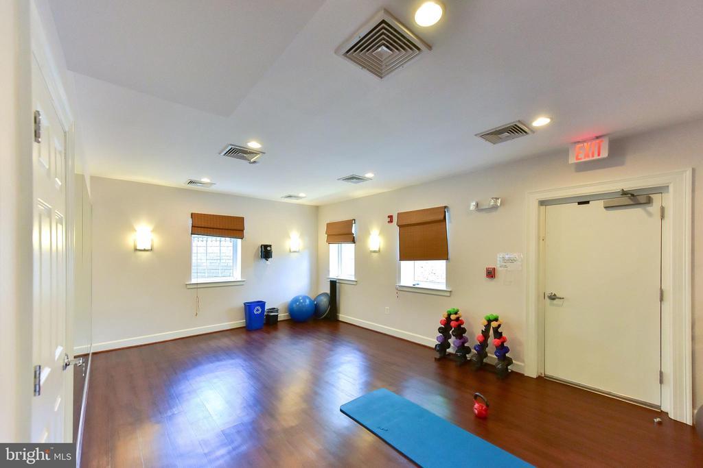Community yoga exercise room. - 4165 S FOUR MILE RUN DR #204, ARLINGTON
