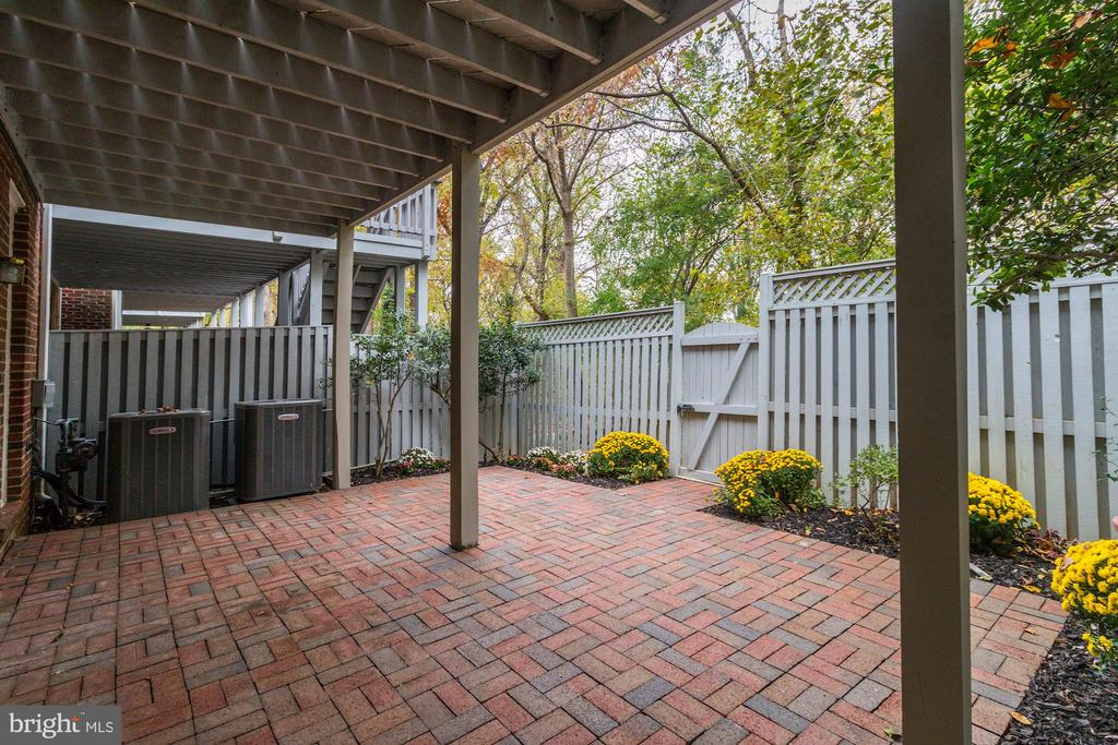 Private Brick Patio - 1733 22ND CT N, ARLINGTON