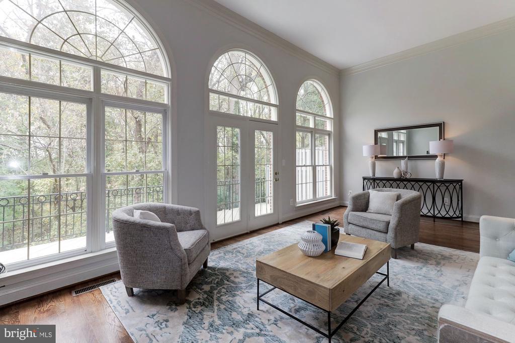 Light-filled floor plan - 1733 22ND CT N, ARLINGTON