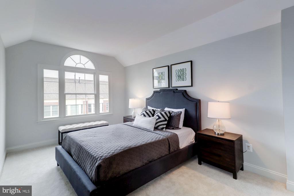Upper Level Third Bedroom - 1733 22ND CT N, ARLINGTON