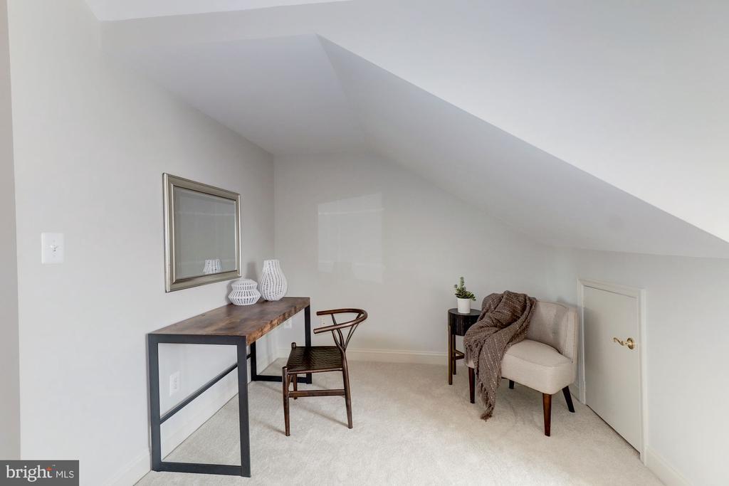 Sitting Area in Third Bedroom - 1733 22ND CT N, ARLINGTON