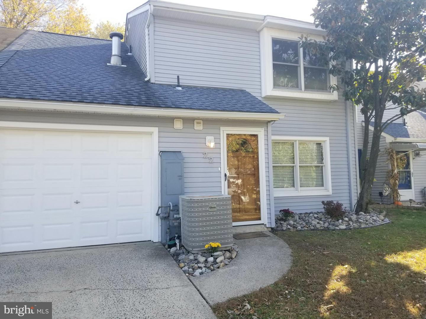 Photo of home for sale at 22 Fomalhaut Avenue, Blackwood NJ