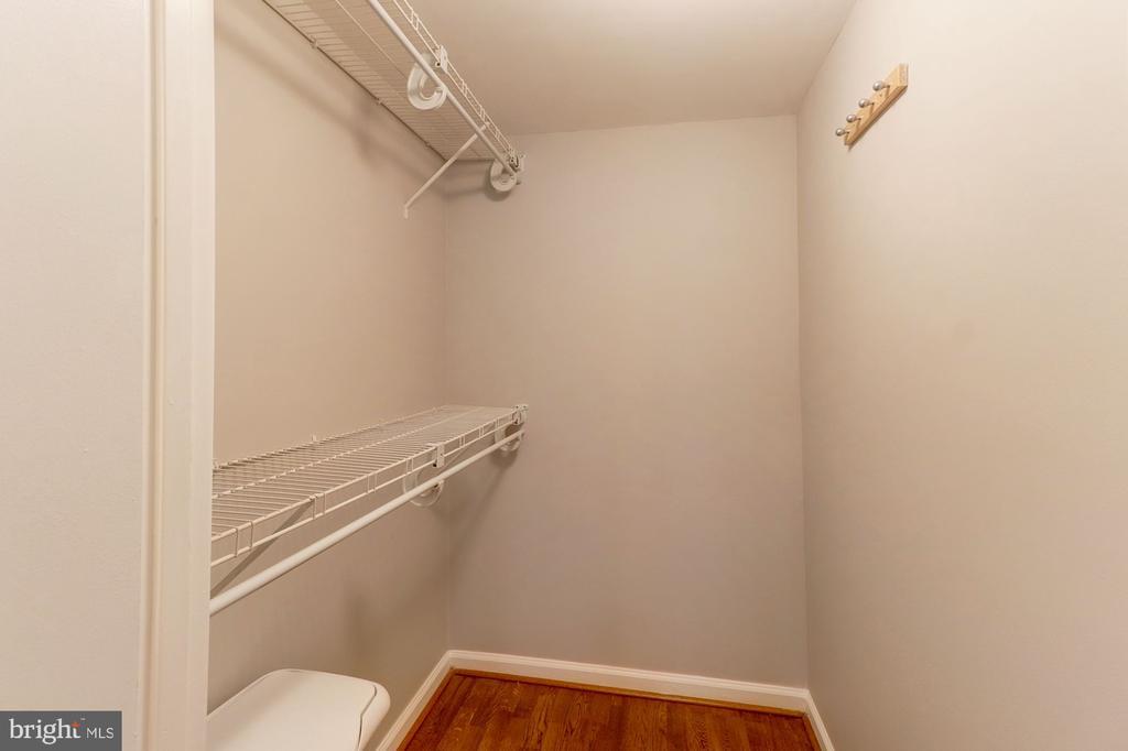 Walking Closet. - 1001 RANDOLPH ST #406, ARLINGTON