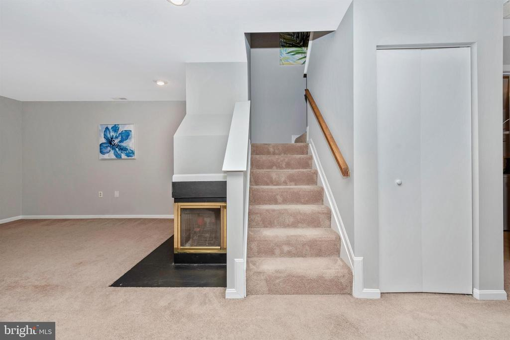 Staircase - 2631 N EVERLY DR #412, FREDERICK