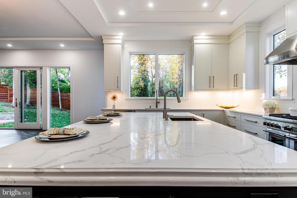 Beautiful Quartz Countertops - 4647 38TH PL N, ARLINGTON