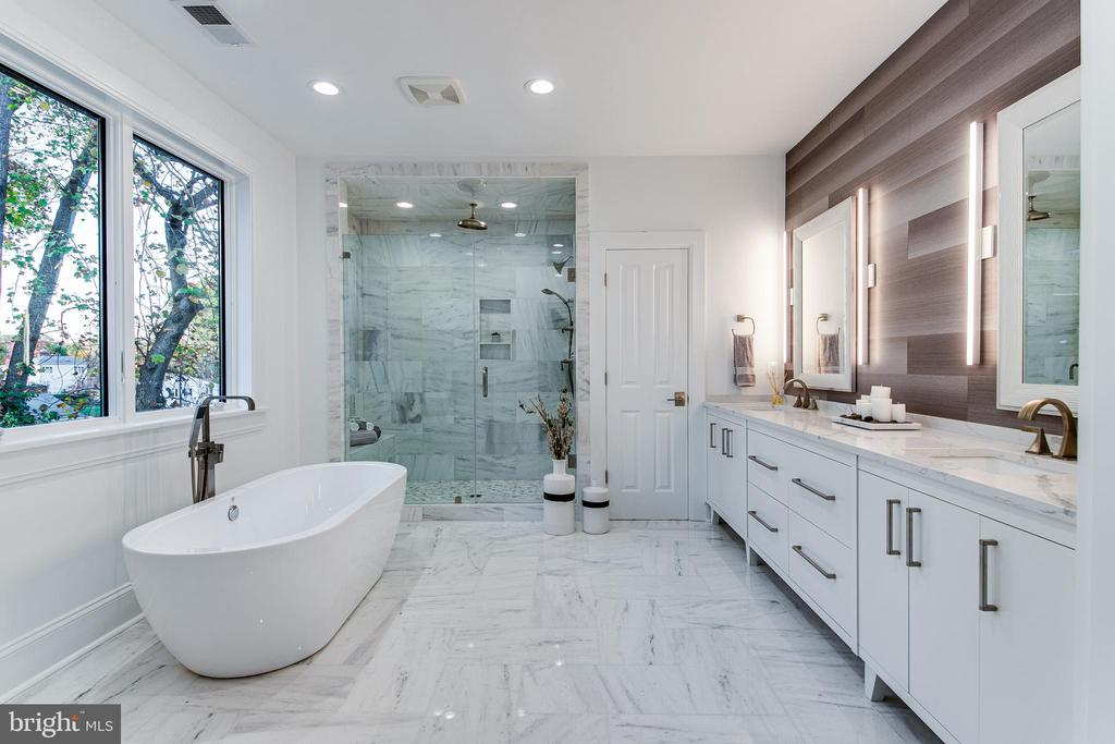 Beautiful Marble Flooring & Marble Countertop - 4647 38TH PL N, ARLINGTON