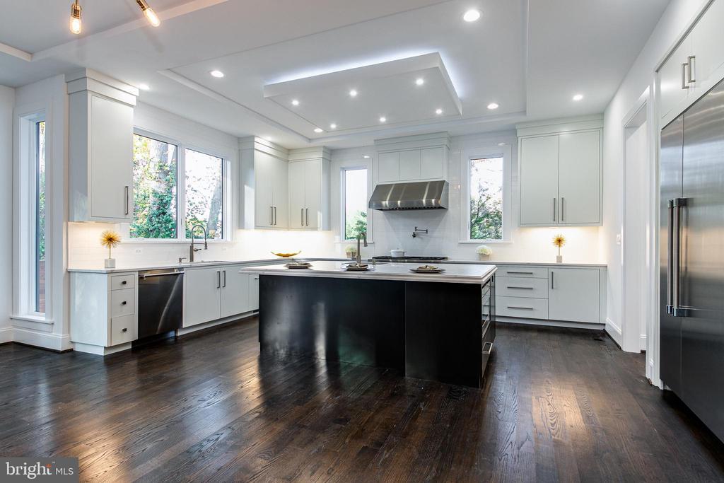 Spectacular Gourmet Kitchen - 4647 38TH PL N, ARLINGTON