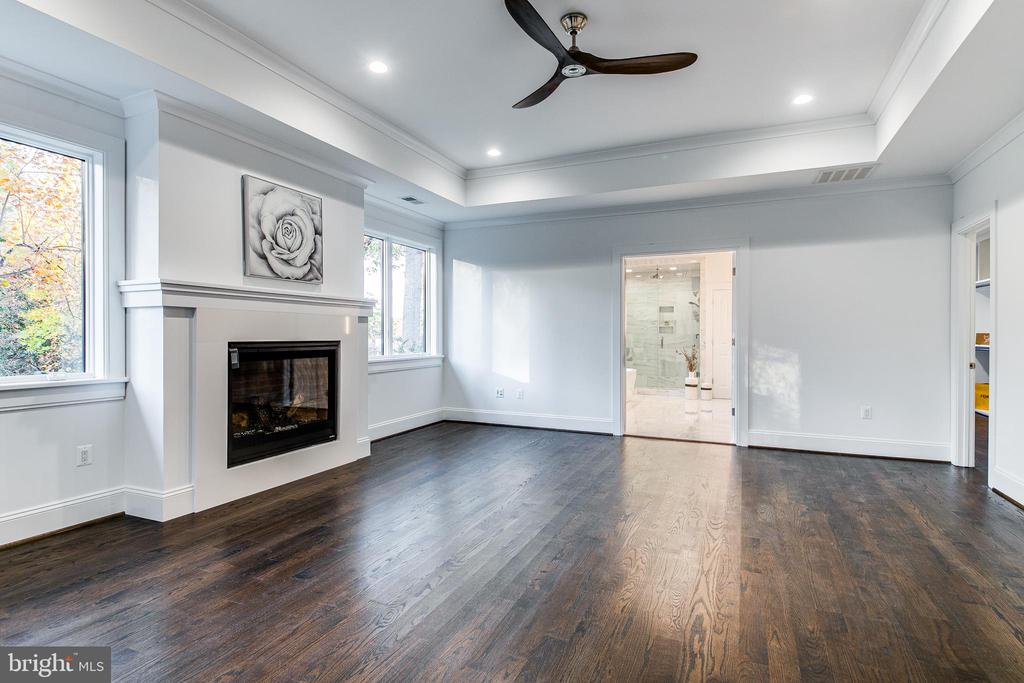 Master Bedroom with Gas Fireplace - 4647 38TH PL N, ARLINGTON
