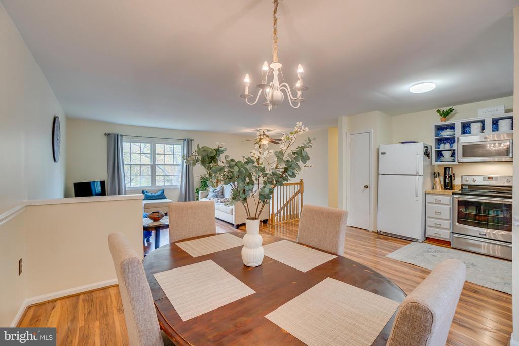 Dining Area is open concept - 11989 POINT LONGSTREET WAY, WOODBRIDGE