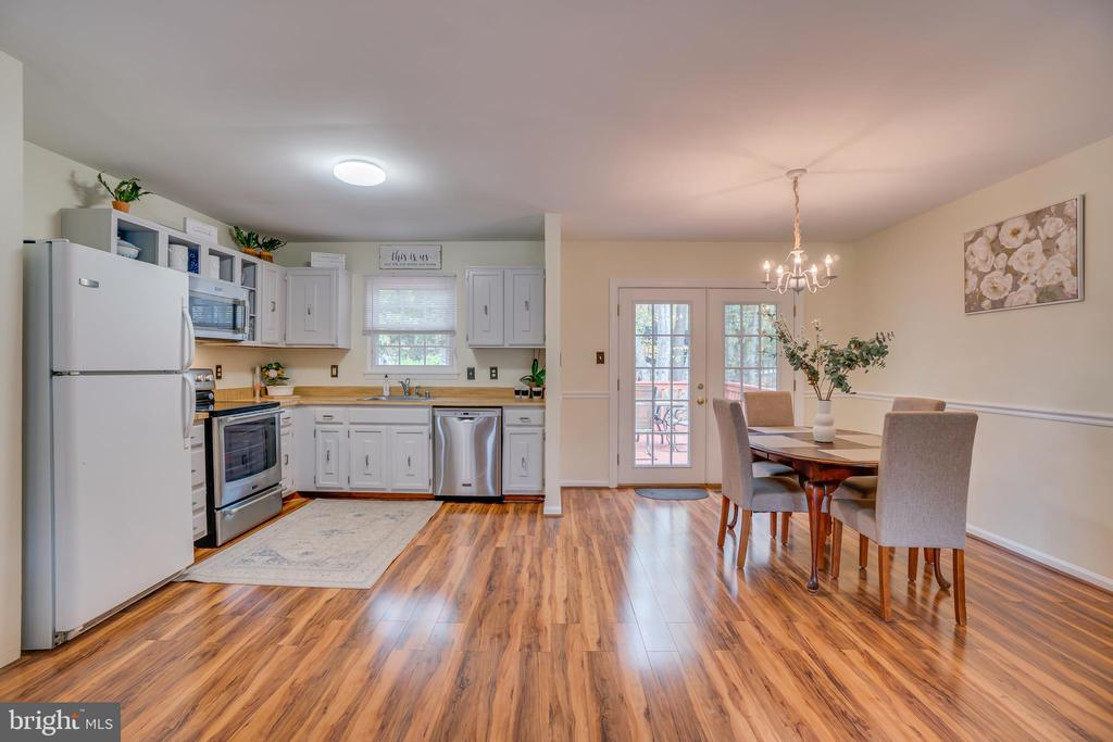 Kitchen is Open to Dining & Family Rooms - 11989 POINT LONGSTREET WAY, WOODBRIDGE