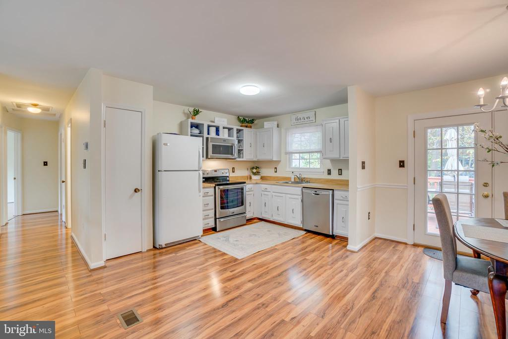 Easy Access Pantry - 11989 POINT LONGSTREET WAY, WOODBRIDGE