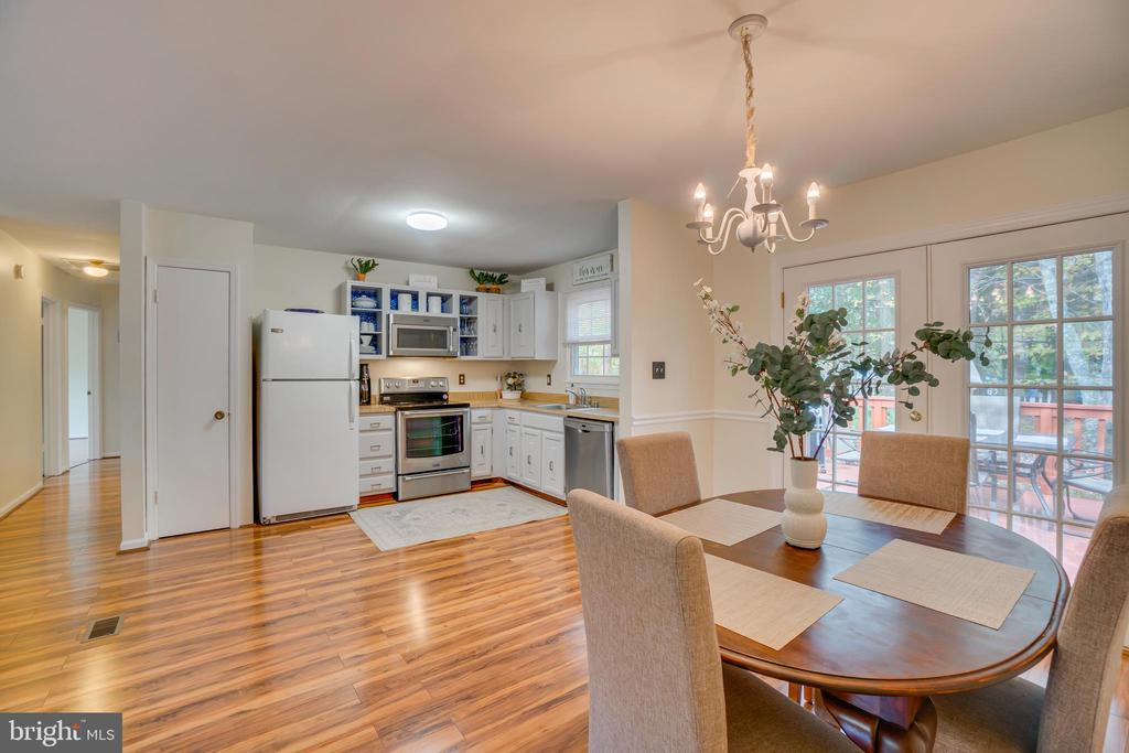 Kitchen opens to Dining Area - 11989 POINT LONGSTREET WAY, WOODBRIDGE