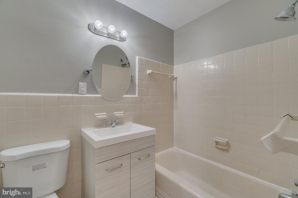 Hall full bathroom, with updated fixtures. - 10619 KENILWORTH AVE #K-203, BETHESDA