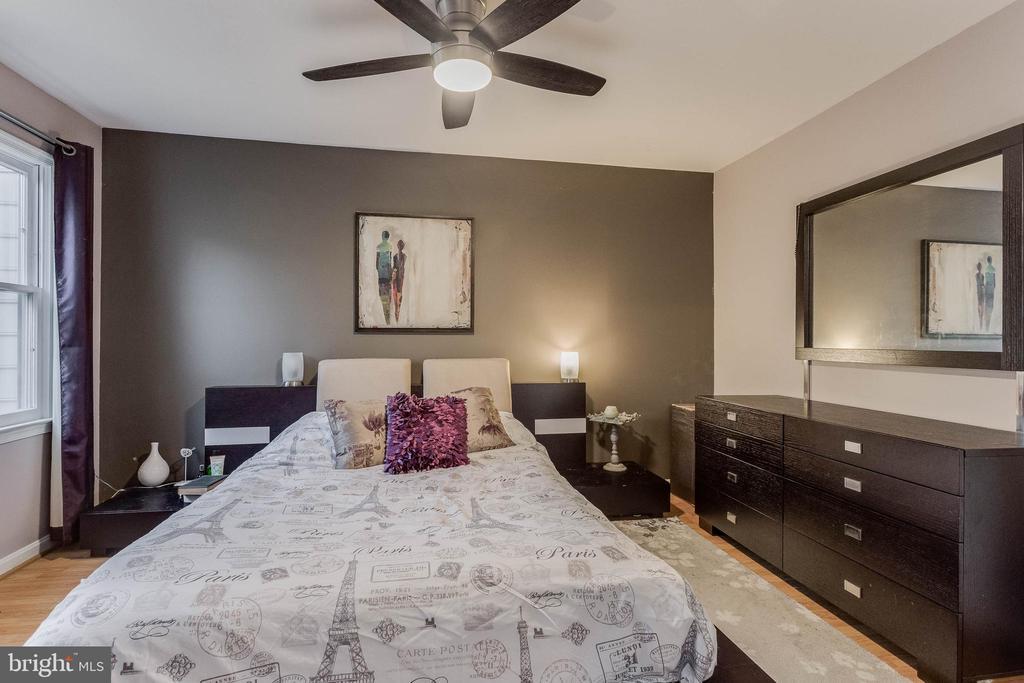 Master bedroom with wood floors - 3814 USHER CT, ALEXANDRIA