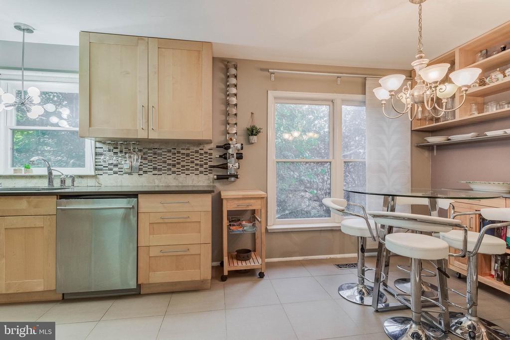 Kitchen is large enough for dining table - 3814 USHER CT, ALEXANDRIA
