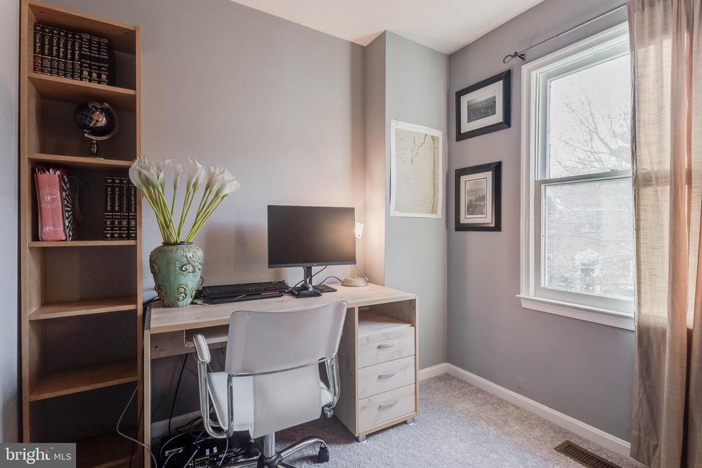 Third bedroom on upper level - 3814 USHER CT, ALEXANDRIA