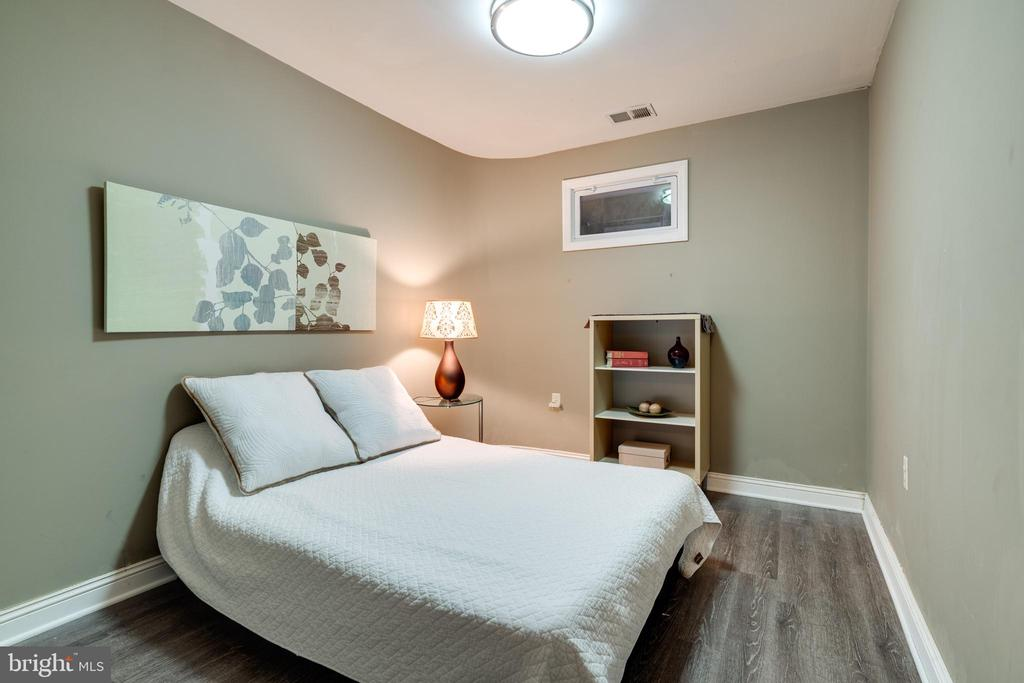 Guest room / den in basement - 3814 USHER CT, ALEXANDRIA