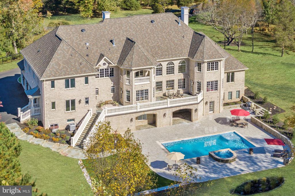 Incredible grounds with pool and putting green. - 11643 BLUE RIDGE LN, GREAT FALLS