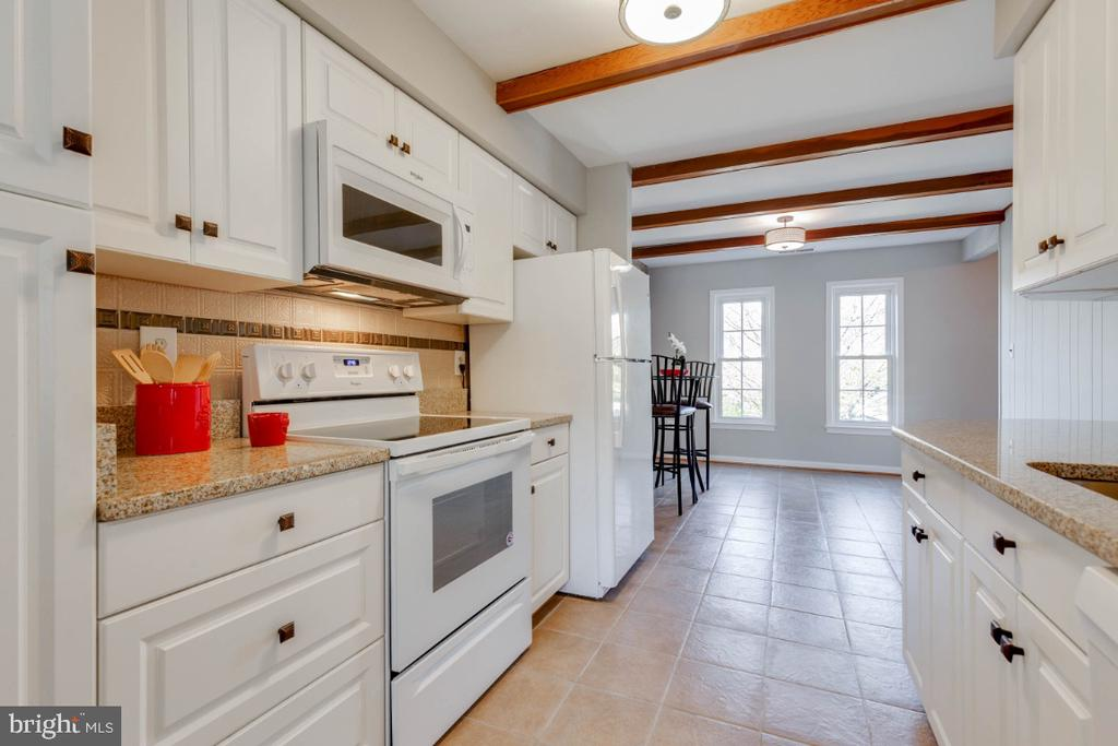 Your kitchen opens right into the dining area - 1009 N TERRILL ST, ALEXANDRIA