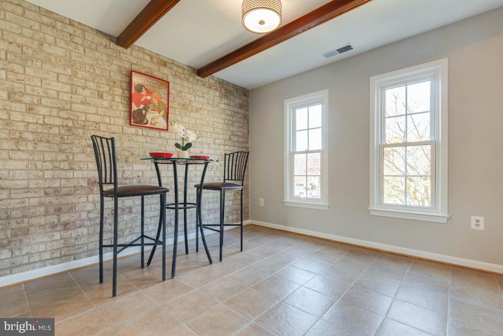 Cute breakfast nook to enjoy a few hors d'oeuvres - 1009 N TERRILL ST, ALEXANDRIA