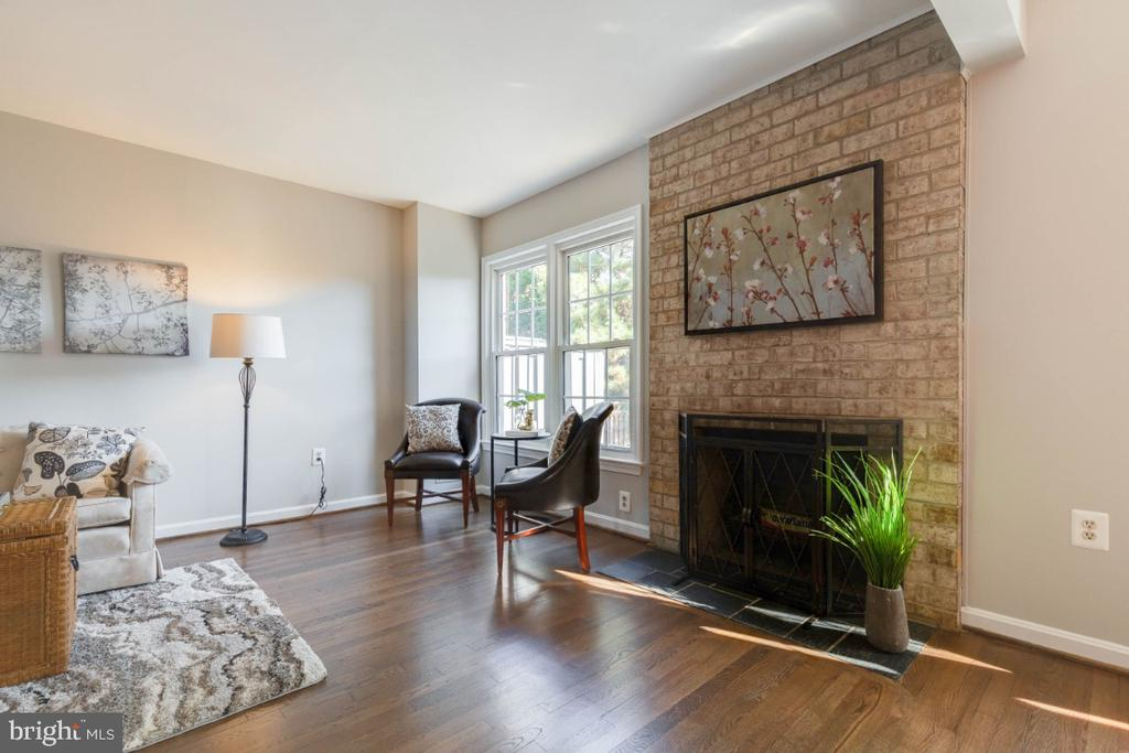 Cozy up to your wood burning fireplace this winter - 1009 N TERRILL ST, ALEXANDRIA