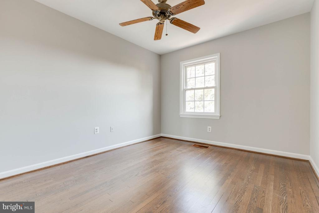 Bedrooms all have ceiling fans - 1009 N TERRILL ST, ALEXANDRIA
