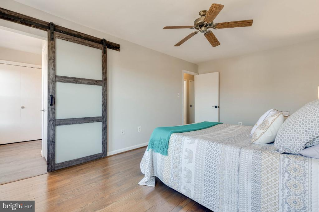What a darling barn door to close to the bath - 1009 N TERRILL ST, ALEXANDRIA
