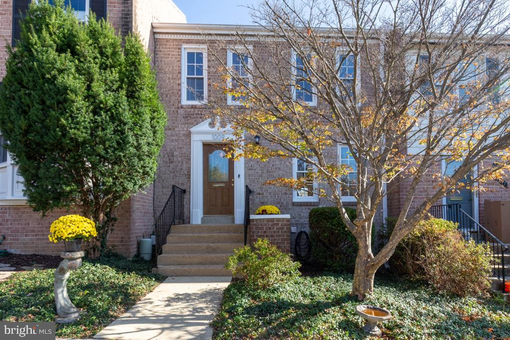 Fabulous 3 level townhome on quiet cul de sac! - 1009 N TERRILL ST, ALEXANDRIA