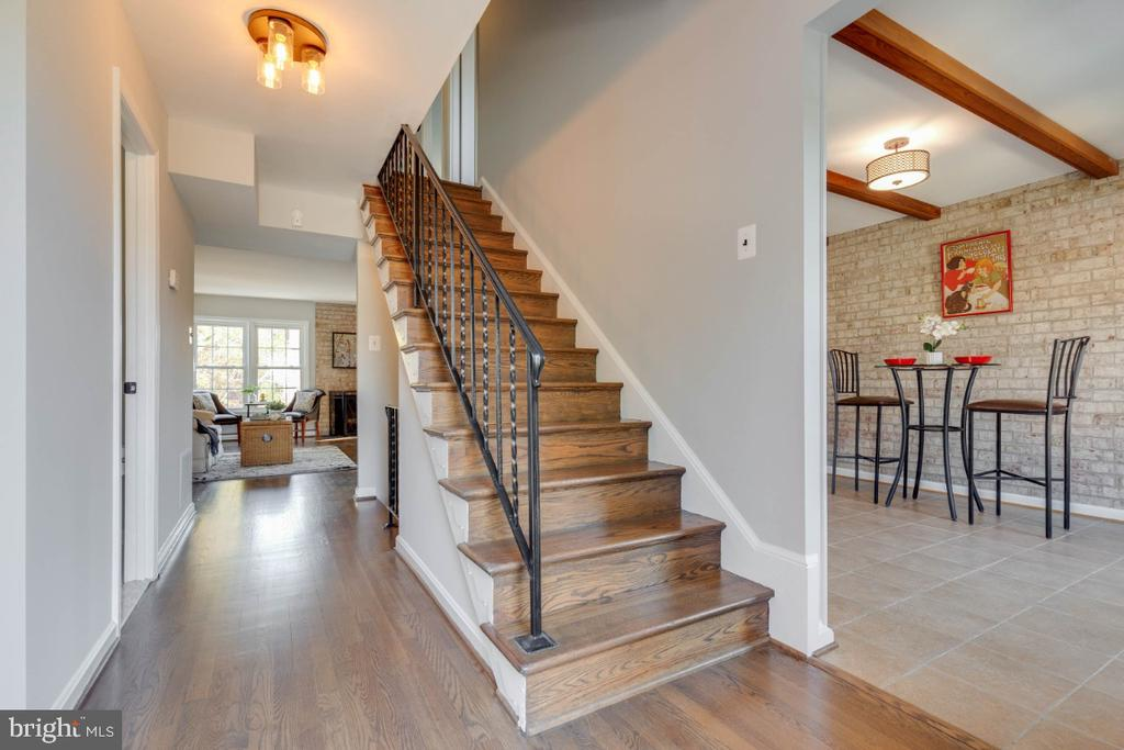 Welcome home to gleaming hardwood floors - 1009 N TERRILL ST, ALEXANDRIA