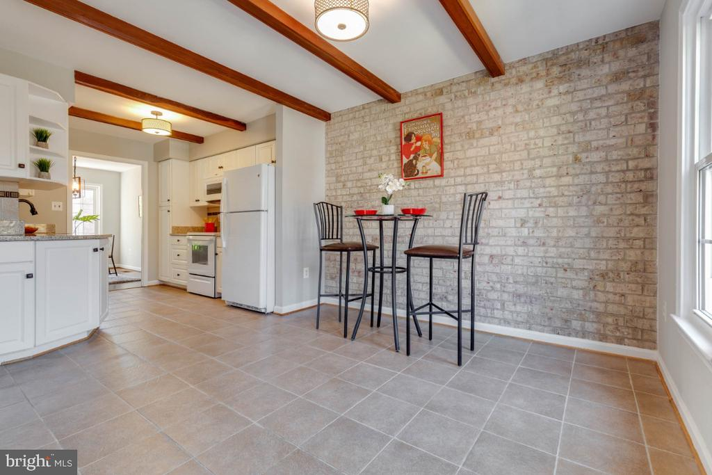 Open and spacious kitchen to enjoy! - 1009 N TERRILL ST, ALEXANDRIA