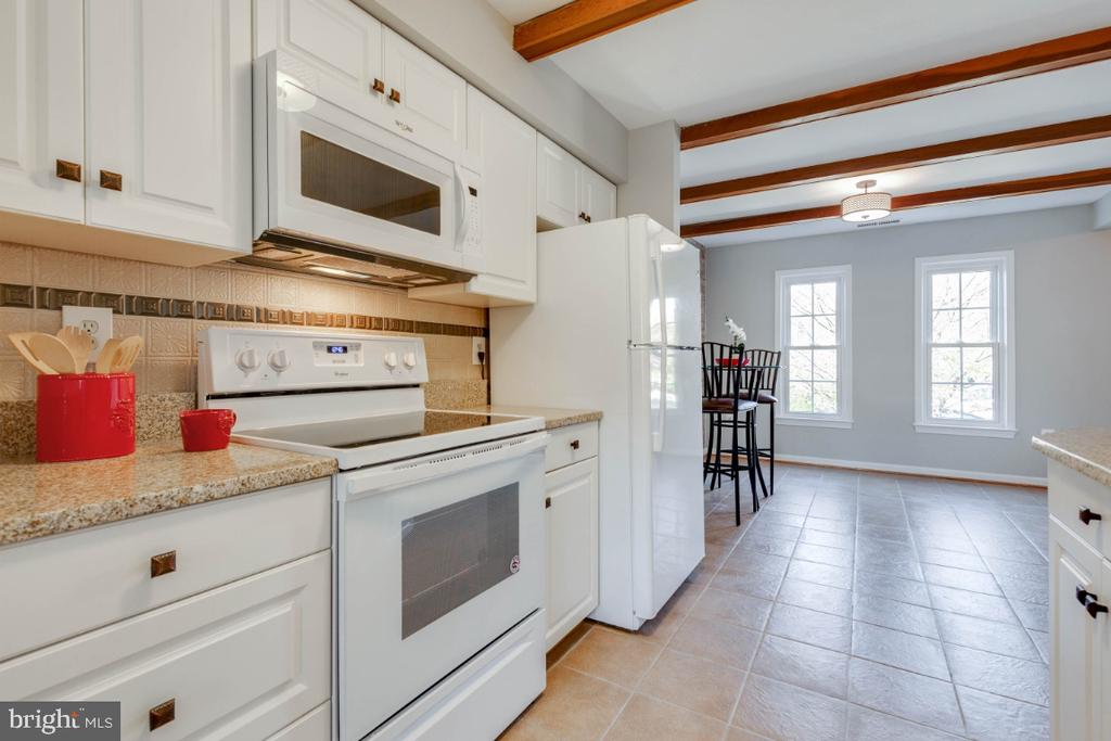 Lovely white cabinets and plenty of them - 1009 N TERRILL ST, ALEXANDRIA