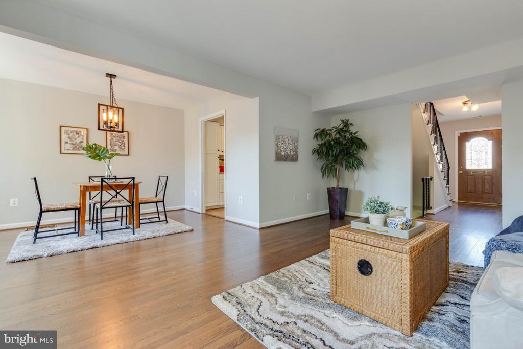 What a great space for entertaining - 1009 N TERRILL ST, ALEXANDRIA