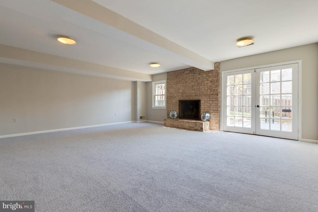 Look at all the natural light streaming in! - 1009 N TERRILL ST, ALEXANDRIA