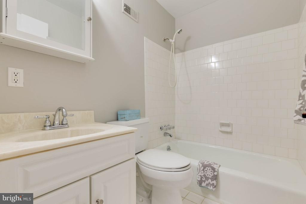 Upstairs full bath is clean and bright - 1009 N TERRILL ST, ALEXANDRIA