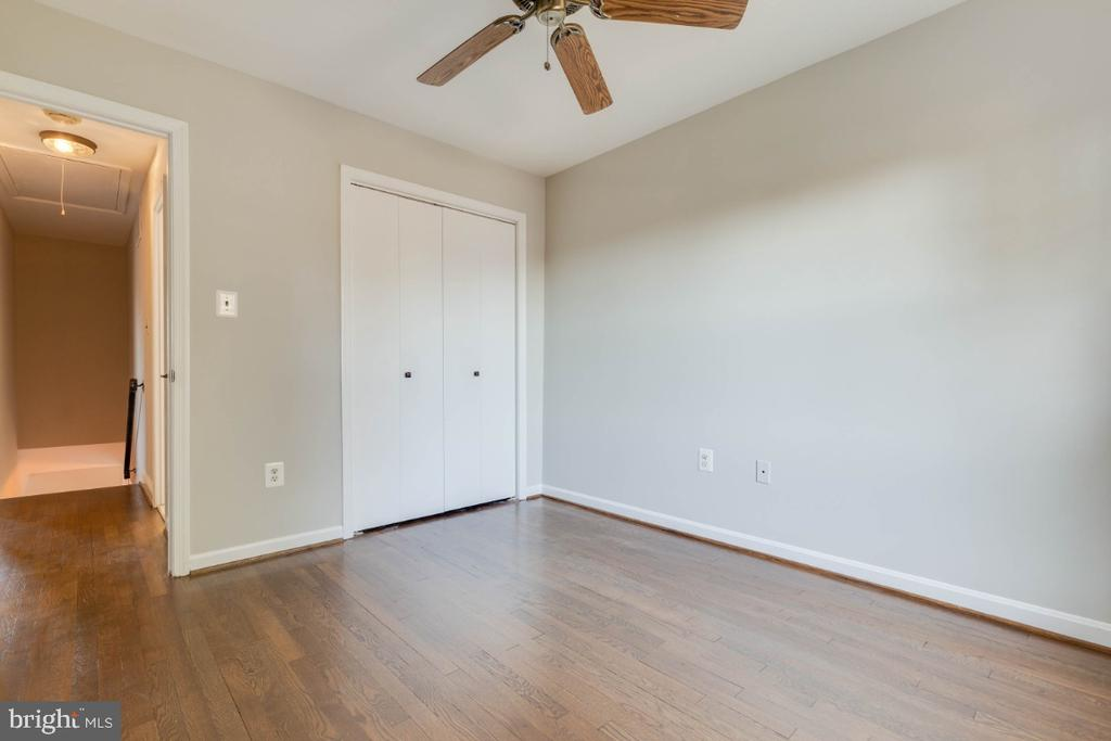 The hardwood floors are amazing upstairs too - 1009 N TERRILL ST, ALEXANDRIA