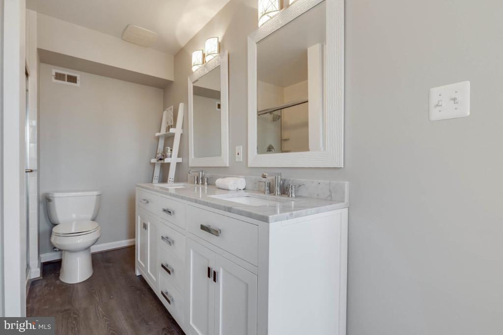 Master bath is updated and gorgeous! - 1009 N TERRILL ST, ALEXANDRIA