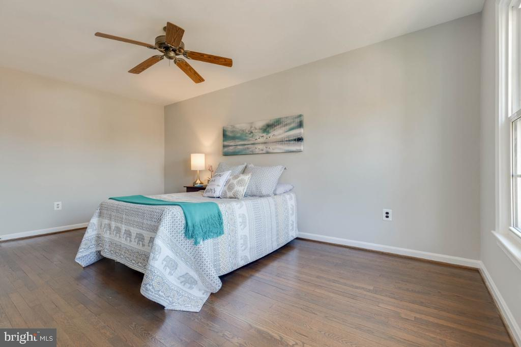 Room for a king bed and so much more - 1009 N TERRILL ST, ALEXANDRIA