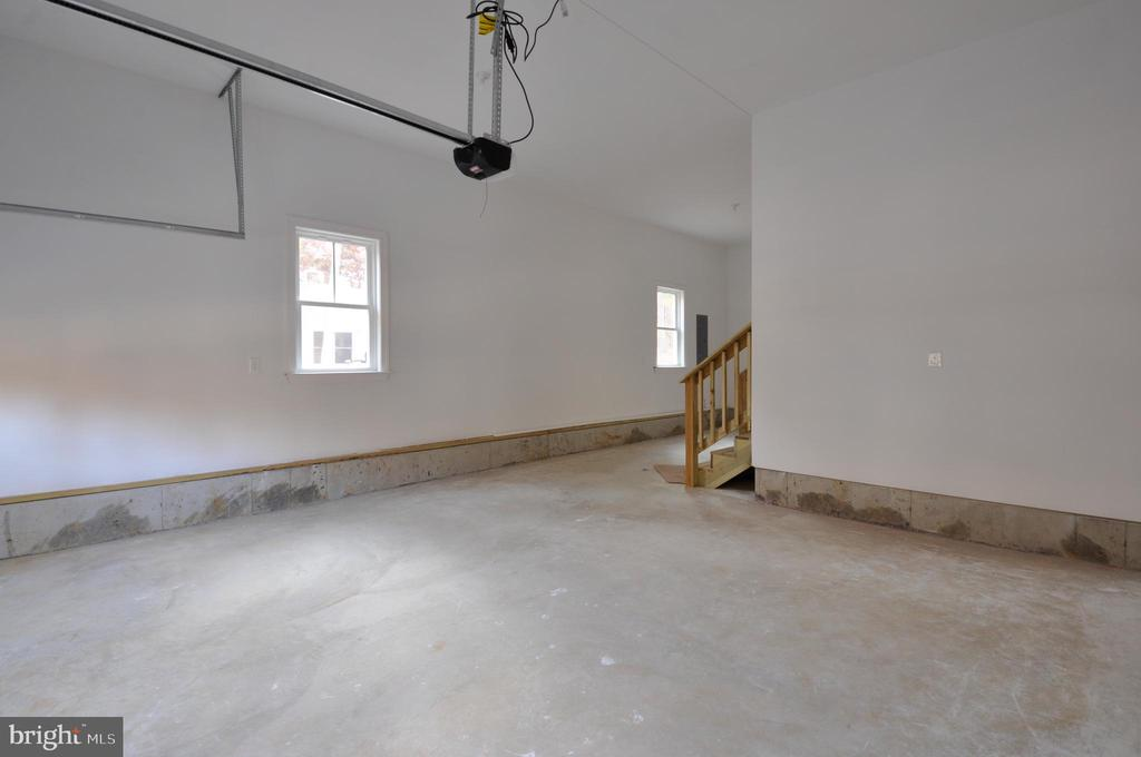 GARAGE - 1104 LAKEVIEW PKWY, LOCUST GROVE