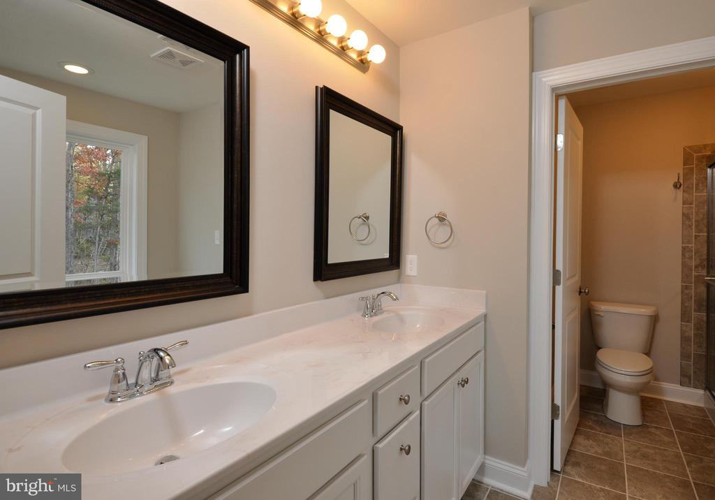 MASTER BATH - 1104 LAKEVIEW PKWY, LOCUST GROVE