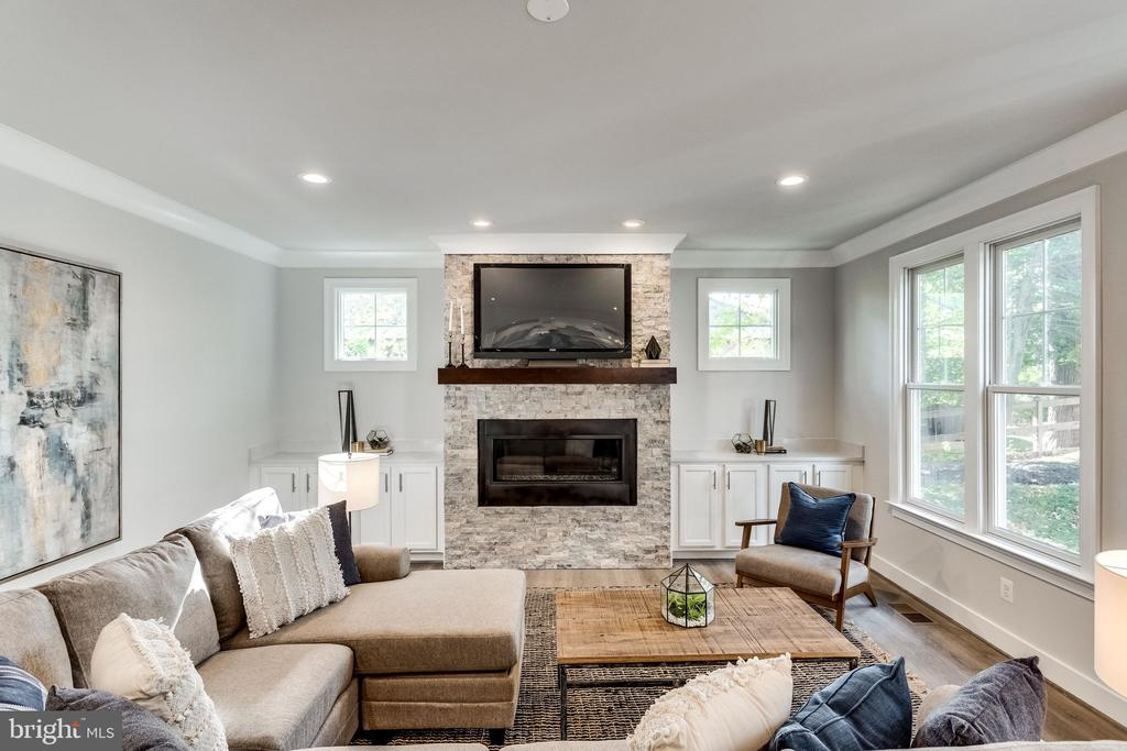 FAMILY-ROOM WITH GAS FIREPLACE. - 6593 WILLIAMSBURG BLVD, ARLINGTON