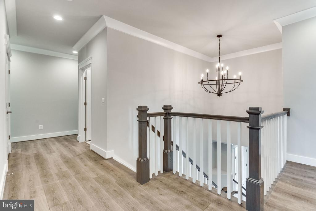 2ND FLOOR HALL WAY. - 6593 WILLIAMSBURG BLVD, ARLINGTON