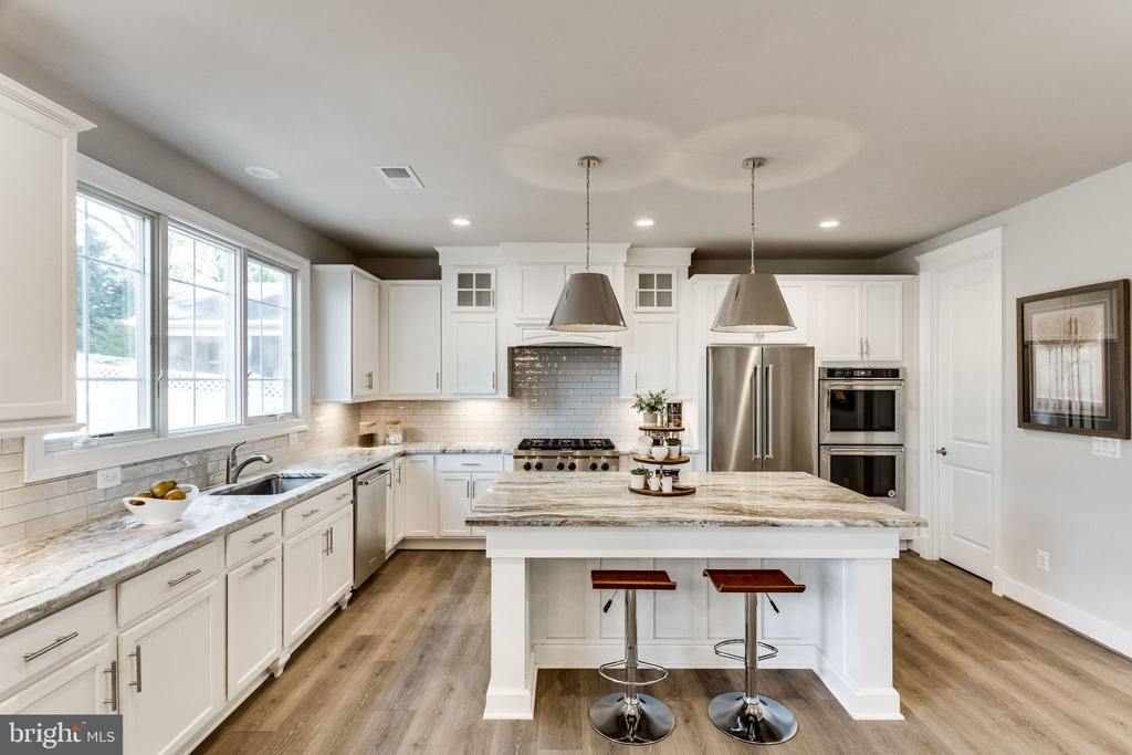 GOURMET KITCHEN AND CENTER ISLAND. - 6593 WILLIAMSBURG BLVD, ARLINGTON